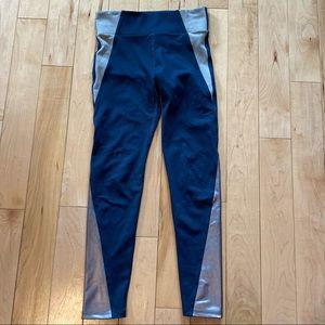 Heroine Sport gray & silver leggings size x small